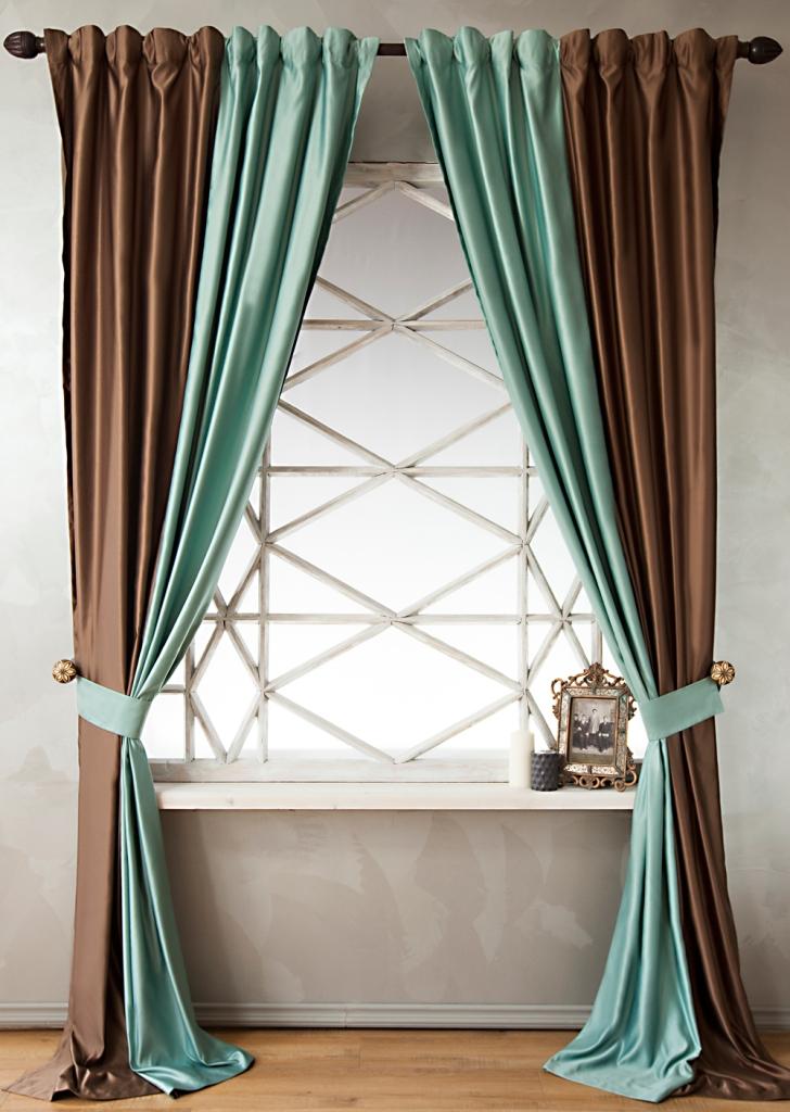 Скомбинировать шторы из двух цветов